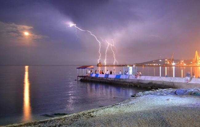 Крым Центральный галечный пляж в Феодосии. Набережная Фото. (8)