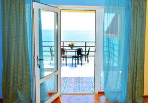 Трёхкомнатный эллинг в Орджоникидзе с видом на море в Крыму
