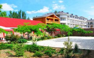 Гостиница на против песчаного пляжа в Феодосии