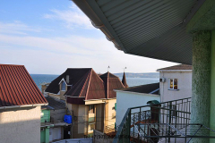 Эллинги Феодосии на берегу мор 2 береговая линия. Фото в номере. балкон (3)