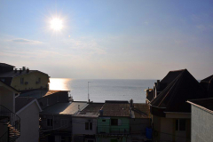 Эллинги Феодосии на берегу мор 2 береговая линия. Фото в номере. балкон (4)