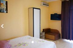 Эллинги Орджоникидзе Хелинг Двухкомнатный 2 этаж фото комнаты на сторону гор двухспалная кровать кушетка — копия