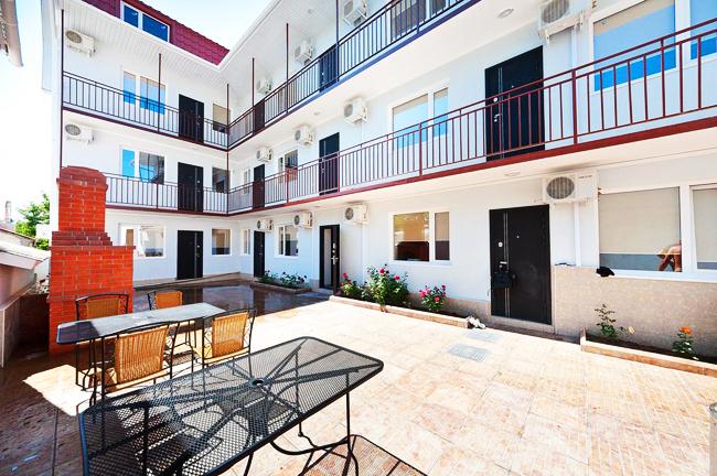 Гостиница в Феодосии рядом с морем в центре города. (21)
