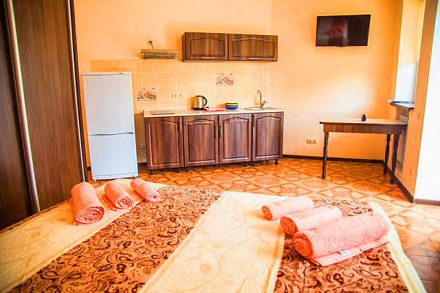 Гостиница в Феодосии рядом с морем в центре города.  Номер цетровой.Фото (2)
