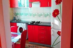 Дом двухкомнатный  1 этаж в двухкомнатном гостевом доме в цнтере  Феодосии. Фото Кухни.