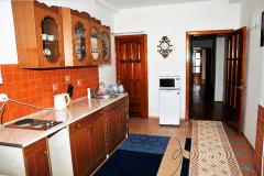 Фото трёхкомнатного эллинга в Феодосии Фото кухни и выход на пляж