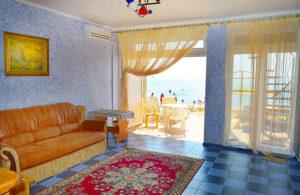 Двухкомнатный Эллинги Феодосии с видом на море и выходом на пляж на 1 этаже